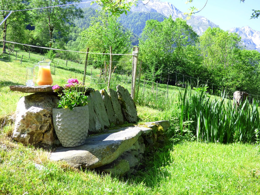 Time for refreshment in Le Begue's garden